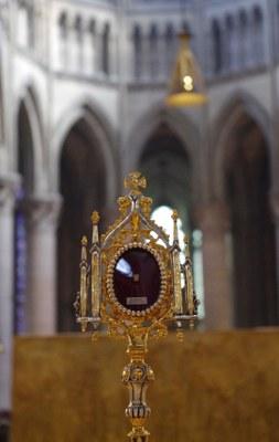 Olavsrelikvien på alteret i Rouen 2014