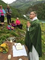 Messe i Mørkridsdalen med broder Haavar.jpg