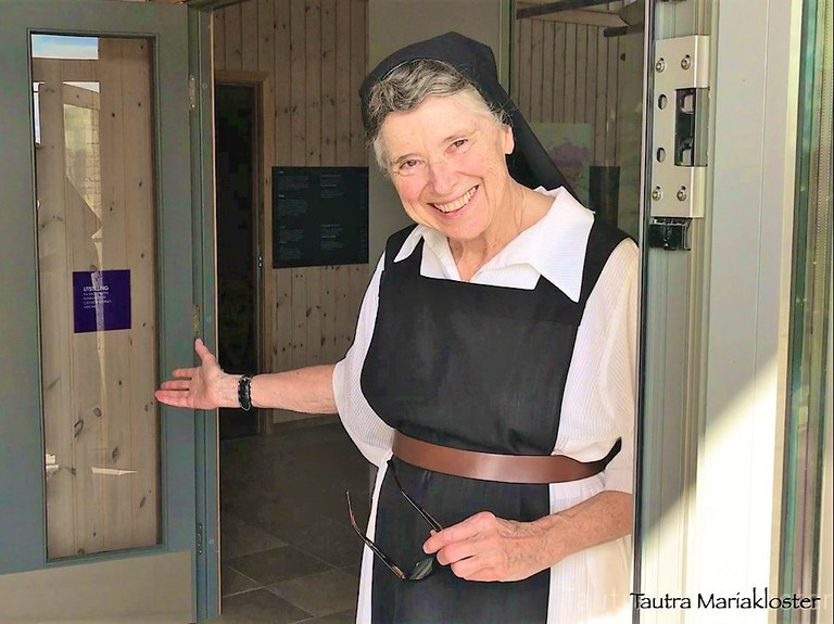 Søster Rosemary ønsker velkommen til Tautra.jpg