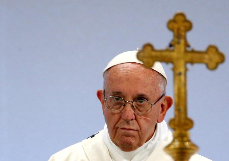 Pave Frans med kors.jpg