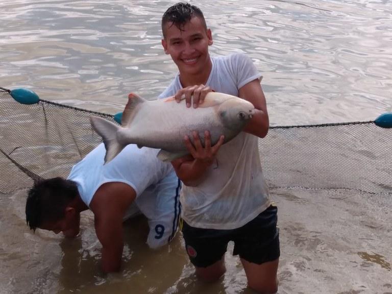 Colombia18_Gutt med fisk.jpeg