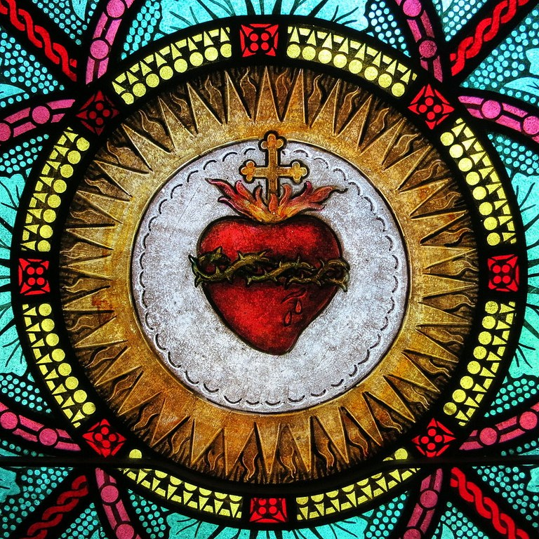All_Saints_Catholic_Church_(St._Peters,_Missouri)_-_stained_glass,_sacristy,_Sacred_Heart_detail.jpg