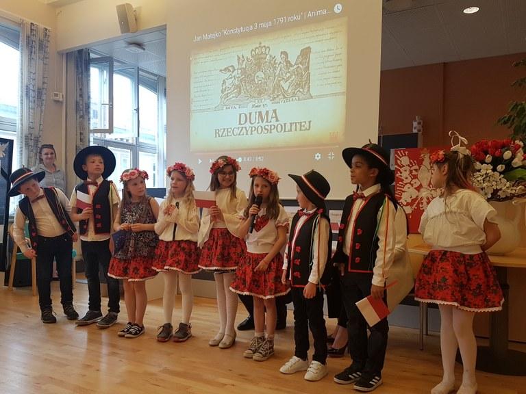 Uroczystości w Szkolnym Punkcie Konsultacyjnym przy Ambasadzie w Oslo 03.05 1.jpg