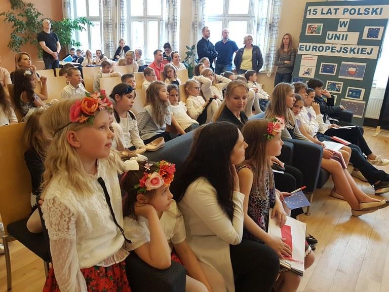 Uroczystości w Szkolnym Punkcie Konsultacyjnym przy Ambasadzie w Oslo 03.05 2.jpg
