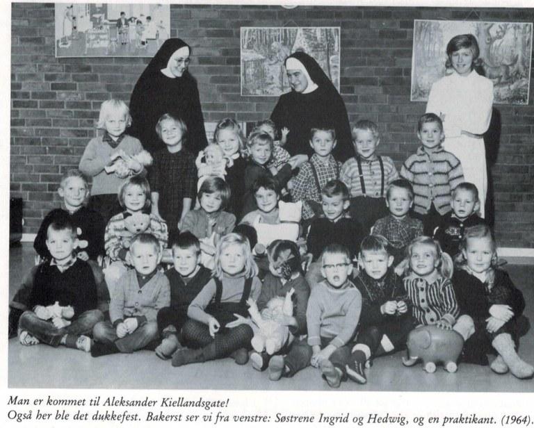 SrHedwig med srIngrid i Lillestrom 1964.jpg