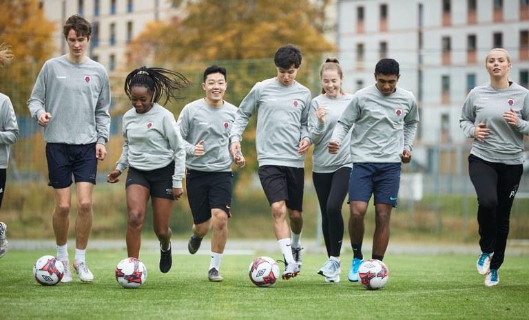 Elever fotball St. Paul.jpeg
