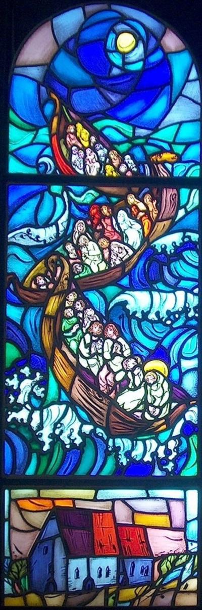 Glassmalerier i St. Sunniva kirke i Harstad: 1) Sjøreisen fra Irland