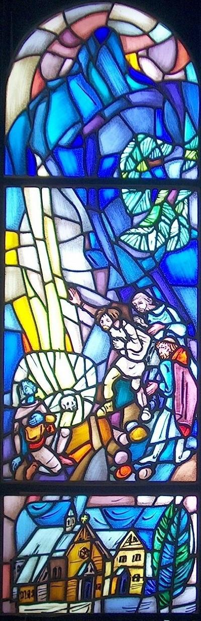 Glassmalerier i St. Sunniva kirke i Harstad: 3) Søyle av klart lys