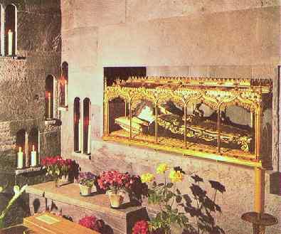 Dekket av voks ligger Crescentias relikvier i et praktfullt glasskrin i klosterkirken i Crescentia-klosteret i Kaufbeuren