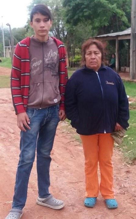 Ángel Ramón med sin bestemor