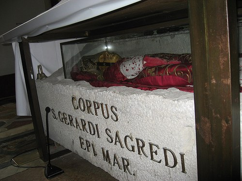 Gerhards relikvier under alteret i kirken San Donato på øya Murano ved Venezia