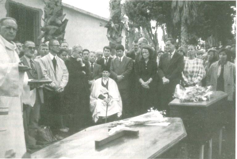 Begravelse av Henri Vergès og Paul-Hélène på den kristne kirkegården i El-Harrach, en forstad til hovedstaden Alger 12. mai 1994