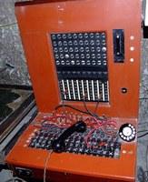 Et sentralbord (men heldigvis ikke det i Akersveien)  Kilde: wikipedia, CC BY-SA 3.0