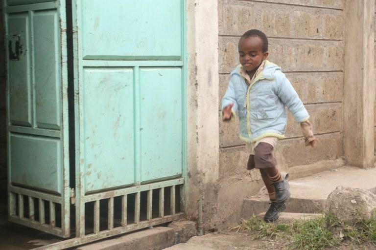 fasteaksjonen bilde brian utenfor sitt hjem i Nairobi.jpg