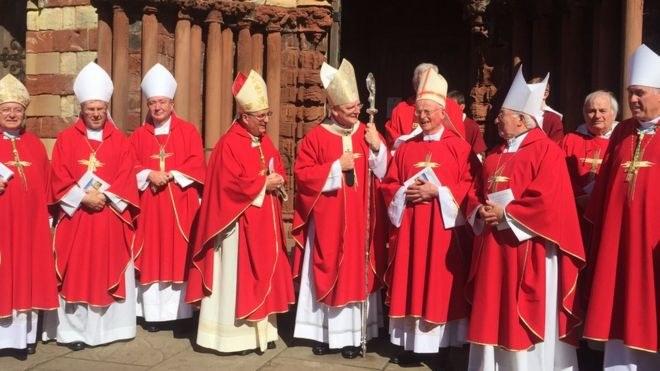 Biskopene på Orknøyene juli 2017.jpg