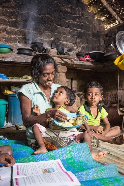 familie spiser mat.jpg