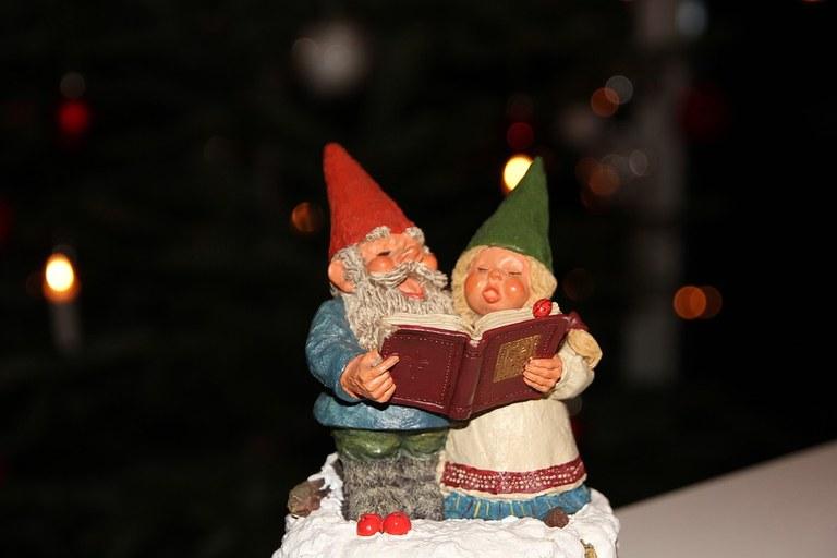 christmas-decorations-1995107_960_720.jpg