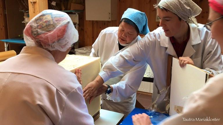 Tautrasøstrene med såpen.jpg
