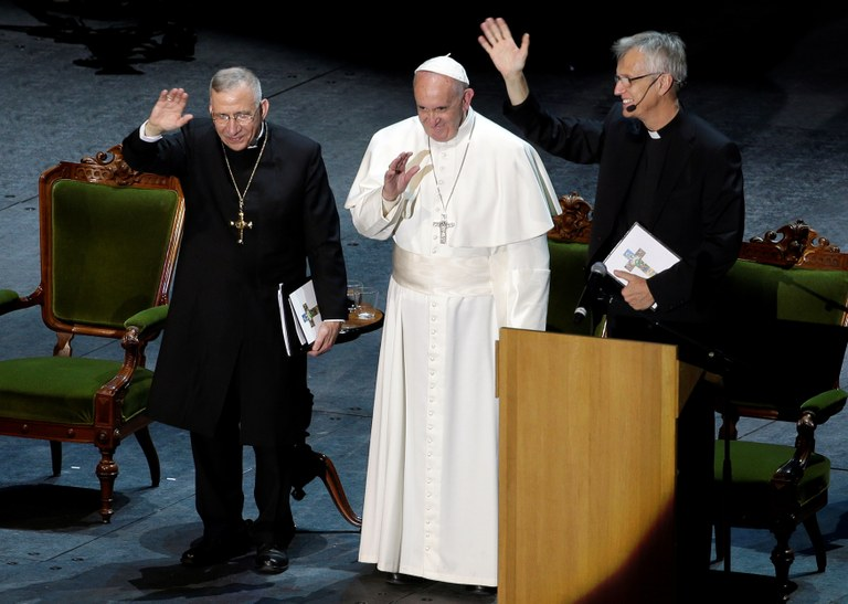 Pope francis with Lutheran priests_REUTERS.Max Rossi.jpg