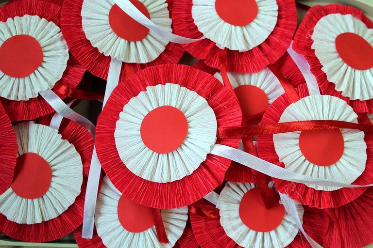 white-red-2915716_960_720.jpg